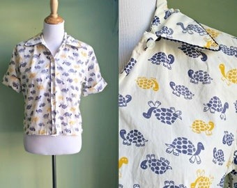 1960s Turtle Printed Button Front - Novelty Printed Short Sleeve Blouse - Medium
