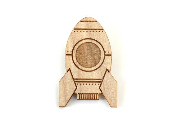 Rocket brooch - spaceship pin - lasercutting - retro geek jewelry - vintage jewellery - lasercut maple wood - graphic accessory - kitsch
