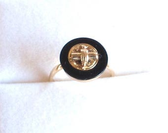 Art Deco Period Onyx and Yellow Gold Ring