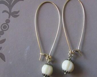vintage ecru flower earring