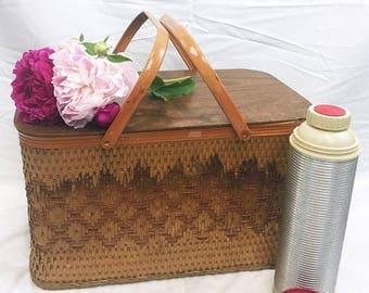 SUMMER SALE Large Vintage Picnic Basket