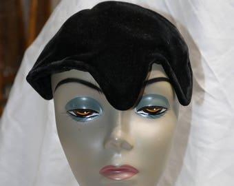 1950s Black Velvet Hat  - Very Good  Condition - E.W. Edwards & Son - Rochester, Syracuse and Buffalo