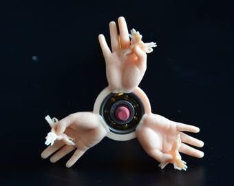 SUPER OK Fingers Fidget Spinner —holding tiny fidget spinners!