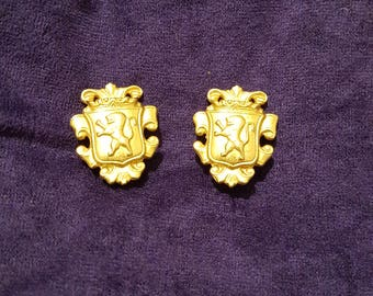Vintage Ben Amun designer gold plated lion crest clip-on earrings