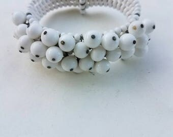 Vintage White glass bead bracelet