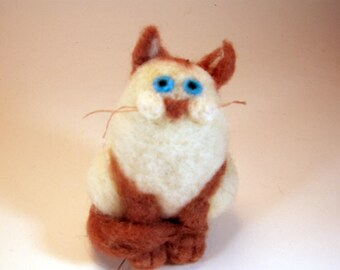 Siamese cat ornament/blue eyed kitty/needle felted Siamese cat/Siamese kitty/needle felted cat/Siamese cat art//cat tree ornament/white cat