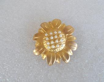 Vintage NewPro Flower Brooch //4