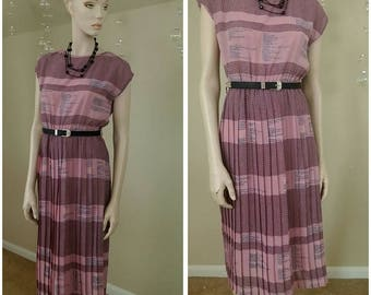 Vintage 90s dress Pleated and lined