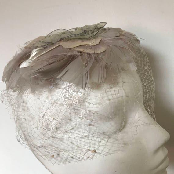 1950snet face veil dove grey feather fascinator headpiece wired flowers 50s vamp bridal vintage wedding hat party hair piece petals bride