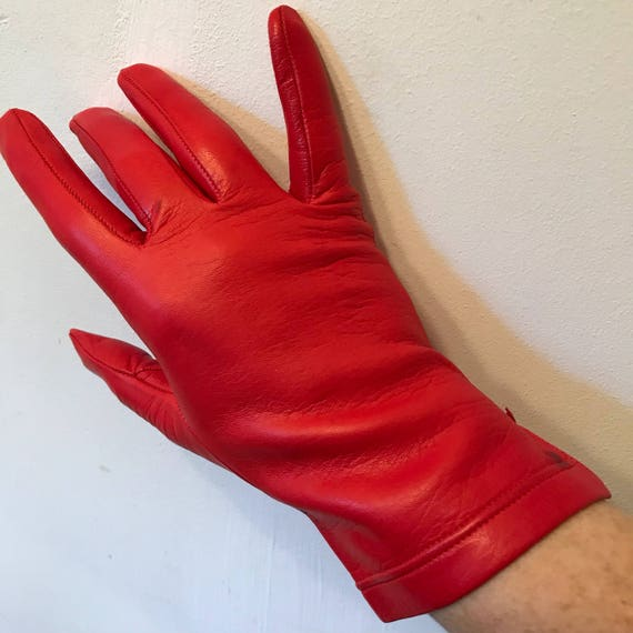Mod gloves red leather vintage size 8 7.5 shorties wrist length scooter girl 1960s GoGo scarlet