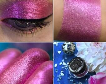 Eyeshadow: Jeweller of Ringing Stones - Nomad. Cyclamen shimmering eyeshadow by SIGIL inspired.