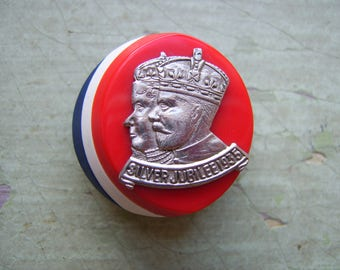 A Rare Large Vintage Button - Royal Commemorative/Souvenir - King George V & Queen Mary - Silver Jubilee 1935.