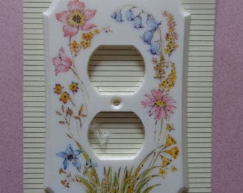 Style dura plastic Outlet Cover NOS Pink, Blue and Yellow Flowers with Green on White outlet cover American Tack & Hardware USA