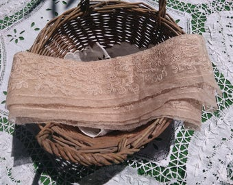 2.2 yards Victorian Floral Needle Tulle Lace Hand Embroidered French Beige Cotton Tulle #sophieladydeparis