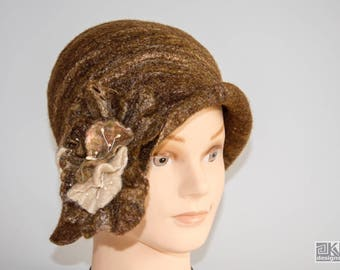 Brown cloche hat, Chocolate brown hat, felted bown hat, Brown and Vanilla, Wool flapper hat, hand felted hat, wet felted hat