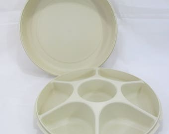 Tupperware Divided Relsih Tray, Serving Center, Tacos, Fruit, Vegetables, Chips and Dip, Covered Tray