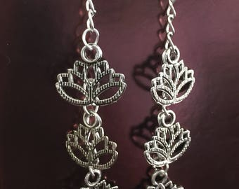 Lotus Tre Dangling hook earrings