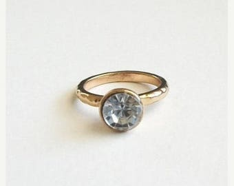 THE BIG SALE Vintage Rhinestone Ring Size 8 Hammered Gold Toned Band Simple Ring Unsigned Vintage Jewelry