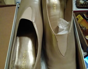 Magdesians Women's,  Ladies Taupe Lustre size 10 N. Slip on. shoes