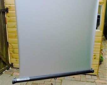 Focus photographic slide or cine projector screen with metal tripod for viewing OHP, slide cine films