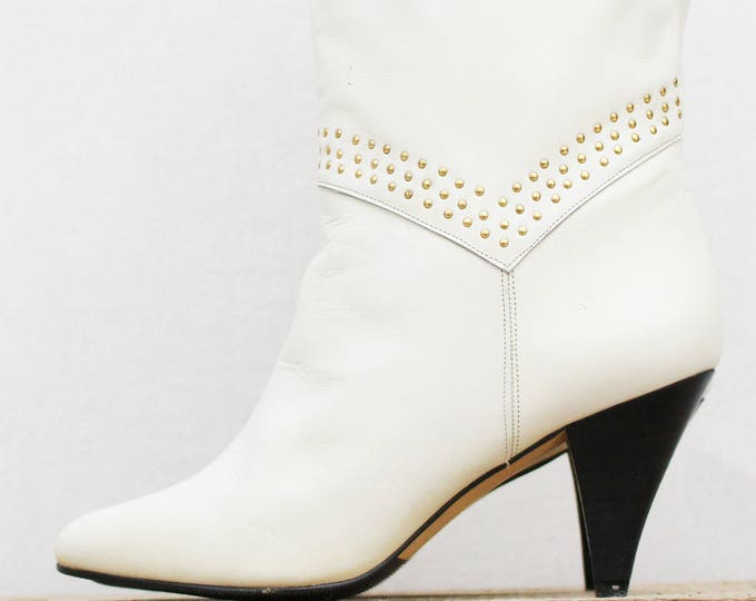 Vintage 1980s Cream Leather Studded Boots by Raizsa - Size 7.5