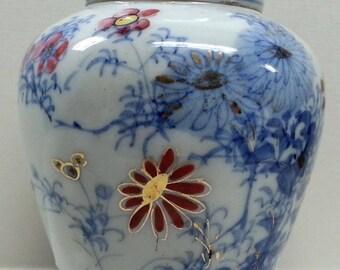 Japanese Imari Porcelain Ginger Jar,  GIlded Enameled Flow Blue Floral Pattern
