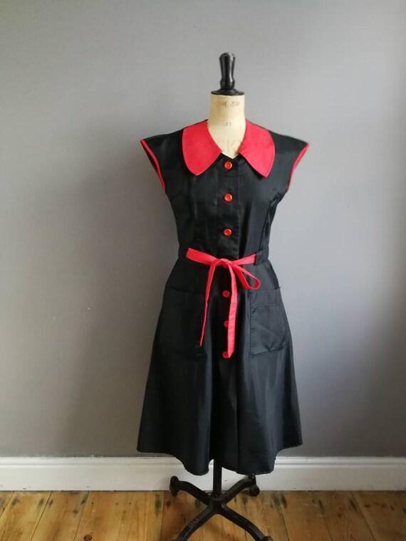 Vintage 50s dress / 50's rockabilly dress  / retro nylon dress / black red 1950s dress / diner dress / 50s nylon dress / rockabilly wedding
