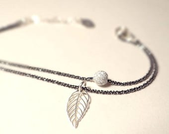 Bracelet black leaf bead