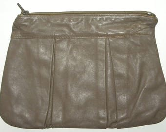 "1970s 70s Leather CLUTCH / Bag / Purse / Broadway Made Italy / TAUPE Classic Disco Purse / 12"" x 8.5"""