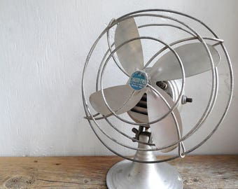 Chrome- Ever Desk Fan ~Mid Century Electric All Metal Vintage Industrial Office & Home Appliance / item#0620