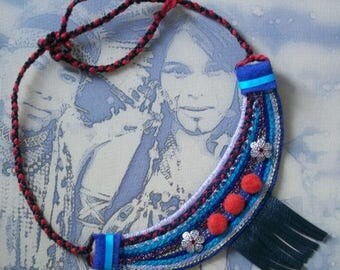 ethnic embroidered textile jewelry / bib necklace / embroidery on felt/leather
