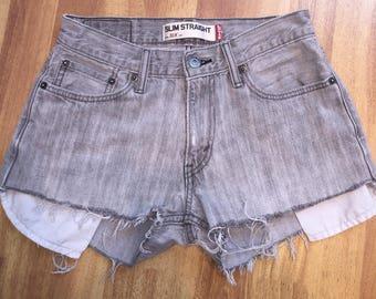 Levi's High Waisted shorts / vintage high waisted /denim short / Levi / highwaisted jean shorts / size S / size 27 / gray Levis