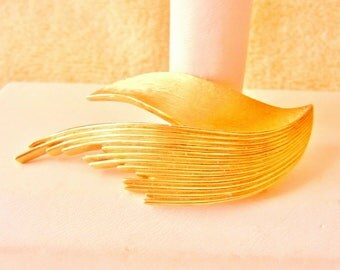 10% OFF Trifari Pin Vintage 1950s Mid Century Leaf Design Brushed Gold Tone Vintage Perfect Condition SHIPPING SPECIAL 0720 13653