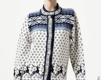 Woolen warm knitted cardigan.