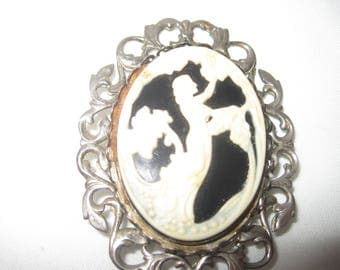 Black and White Cameo