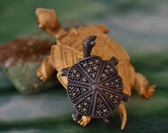 Adorable Vintage Judith Jack Turtle Friends Brooch