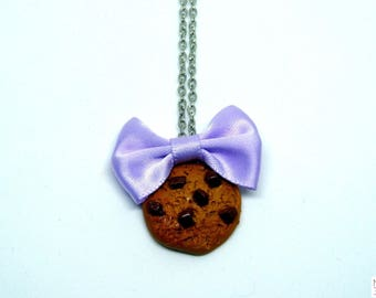Chocolate chip cookie necklace and bow