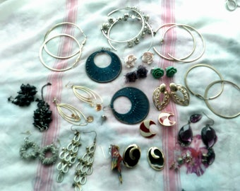 1 Bag of mixed earrings for upcycling