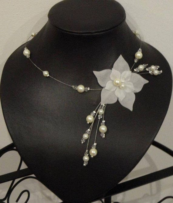 Collier mariee mariage perles ivoire ou blanc fleur de satin for Collier fleur mariage