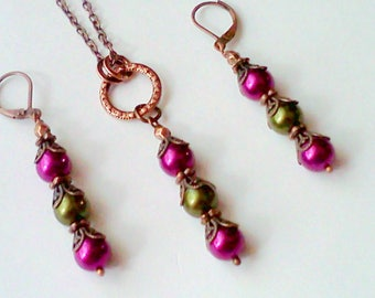 Hand Colored Pearls Set, Swarovski Pearls, Earring and Necklace, Magenta and Green, Filigree Copper Pearls, Vintage Style, Victorian Pendant