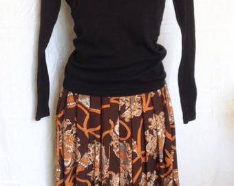 Summer divided skirt, chocolate brown background, beige and grey patterns T FR 38 / 40, US 28 / 30, UK 10 / 12.