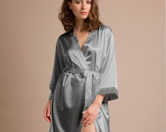 Bridesmaid Dressing Gowns, wedding dressing gown, navy satin bridesmaid robes, lavender bridesmaid robes, silver bridesmaid robes, black