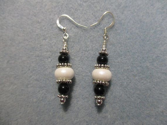 Black Onyx and White Shimmer Lampwork Glass Earrings E6161714