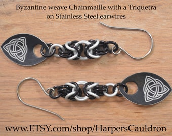 Hand-made Byzantine weave Black & Frost aluminum Chainmaille earrings with Triquetra scales - Chain mail earrings
