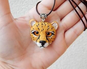 Cheetah head handmade of clay, cheetah pendant necklace, cheetah totem animal, cheetah predator, cheetah jewelry, men jewelry, cheetah cats