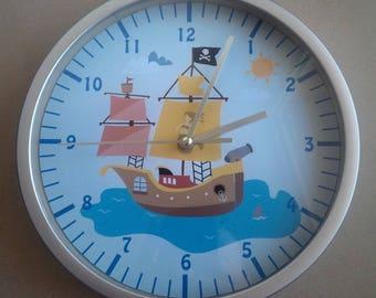 Clock educational pirate ship to the sea