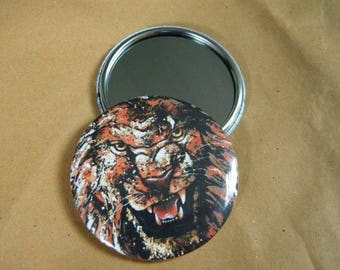 Pocket mirror with a roaring lion head