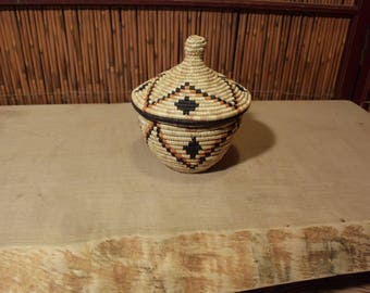 Native American / Southwestern Basket With Lid