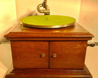 Antique Victor Table Top Victrola Model VV-VI in Quartersawn Oak- Early