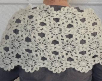 Hand crocheted flowers shawl / ecru / mohair